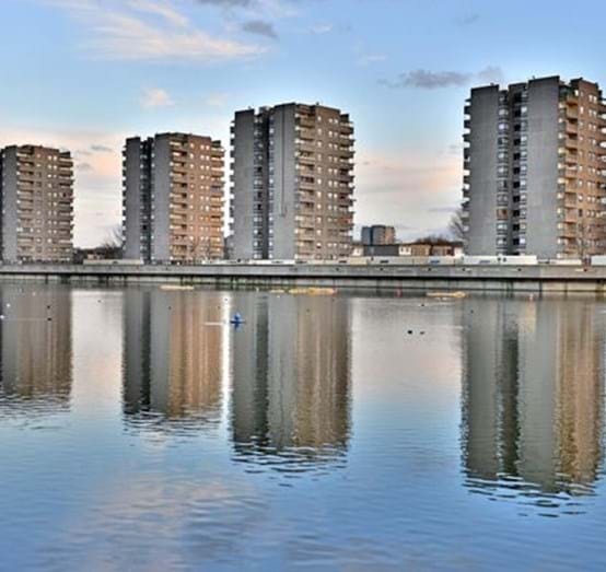 Four_Towers_South_Thamesmead_PSP_2557.jpg